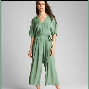 NWOT Gap Green Short Sleeve V Neck Jumpsuit